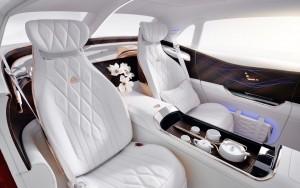 Jogo de chá no interior do Mercedes-Maybach Ultimate Luxury (Foto: Divulgação)